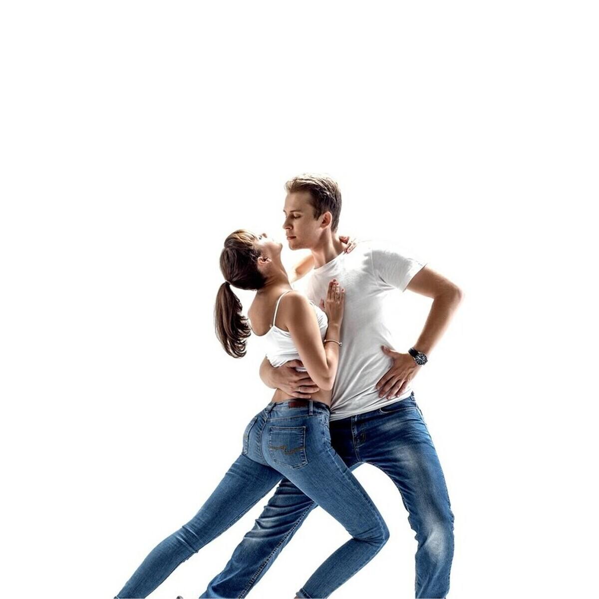 Tango Tek Dans Kursu'nda Bachata, Kizomba, Salsa, Sirtaki Eğitimleri