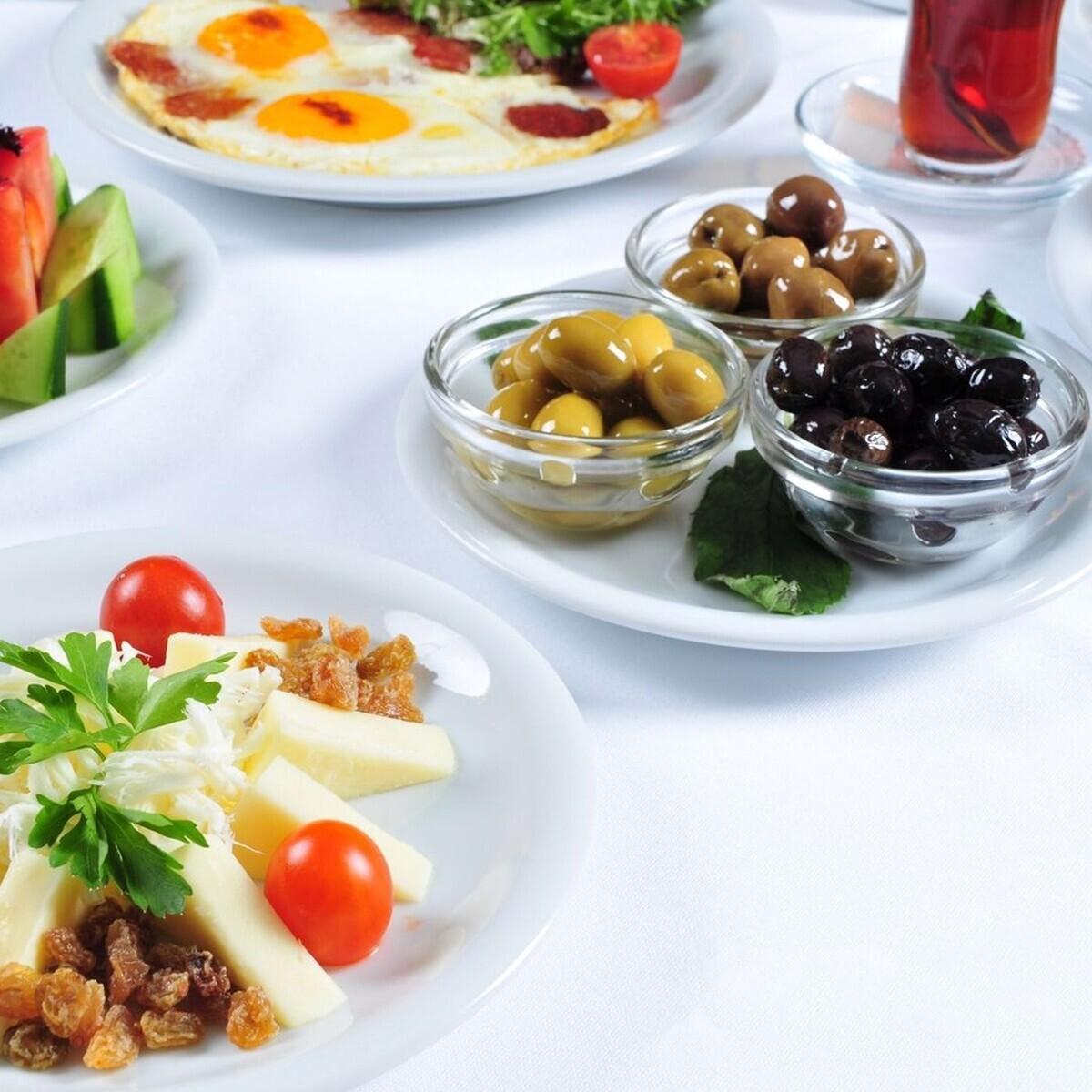 Black Spoon Cafe'de 2 veya 3 Kişilik Nefis Serpme Kahvaltı Keyfi