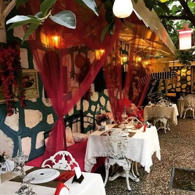 Secret Garden Restaurant'tan Şarap Eşliğinde 2 Kişilik Yemek Menüsü