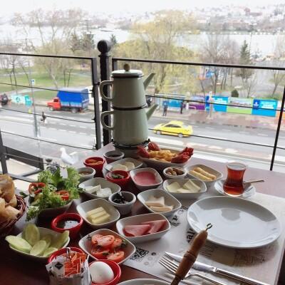 Haliç Garden'dan Sınırsız Çay Eşliğinde Serpme Kahvaltı