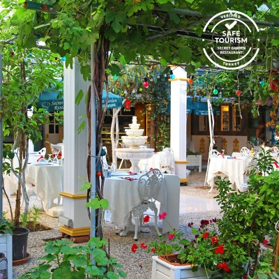 Büyükada Ada Palas Butik Otel'de Çift Kişilik Konaklama Seçenekleri