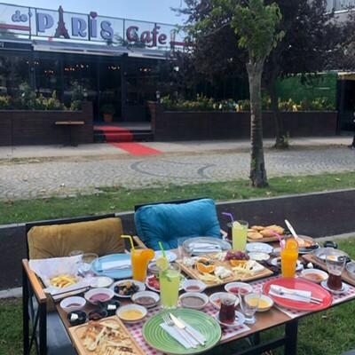 De Paris Cafe'de Deniz Manzaralı Enfes Serpme Kahvaltı