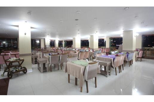 Konak Grand Corner Boutique Hotel'de 2 Kişi 1 Gece Kahvaltı Dahil Konaklama ve Spa Keyfi