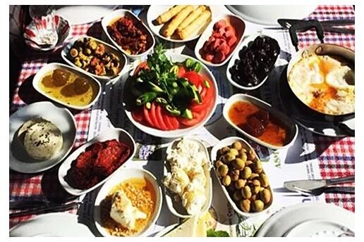 Riva Sadık Baba'nın Yeri'nde Dere Kenarında Menemen, Pişi ve Sınırsız Çay Dahil Zengin Serpme Kahvaltı
