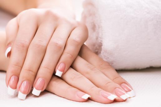 Beylikdüzü Mehtap Akdağ Güzellik'ten Işıldayan Eller İçin Manikür & Pedikür, Protez Tırnak Uygulaması