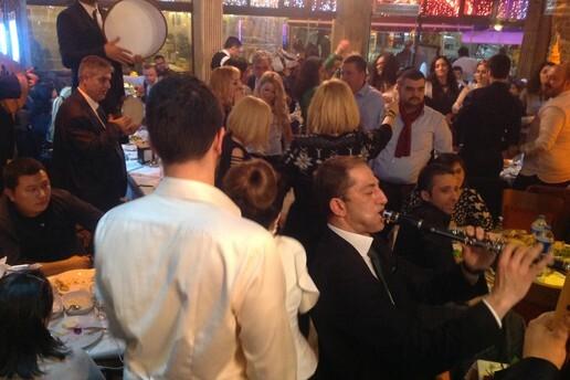 Kumkapı Olimpiyat 2 Minas Restaurant'ta Fasıl Eşliğinde Ziyafet