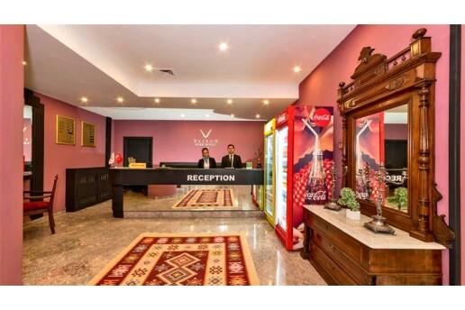Veyron Park Otel'de Tek ve Çift Kişilik Seçenekli Kahvaltı Dahil Konaklama
