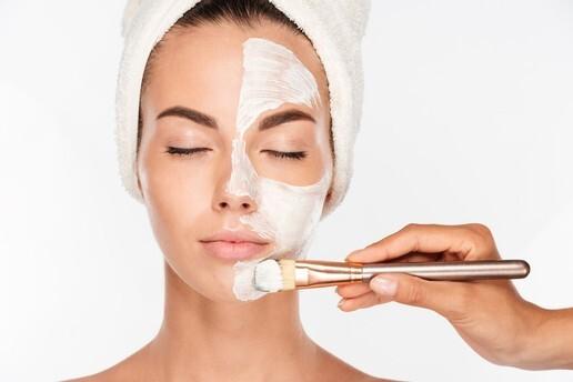 Nefes Estetik Güzellik ve Sağlık Merkezi'nden Cildinize Canlılık Katacak Cilt Bakımı ve Altın Maske Uygulaması