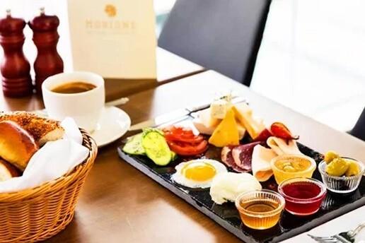 Karaköy Morione Hotel LaMaritza Bar'da Sınırsız Çay Eşliğinde Taze Lezzetlerle Dolu Serpme Kahvaltı