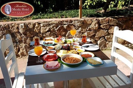 Büyükada Anastasia Meziki Hotel'de Enfes Serpme Kahvaltı Keyfi