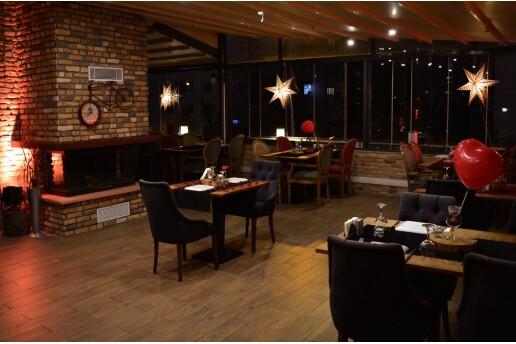 Cosy Wine & Dine Restaurant'ta Yerli İçecek Eşliğinde 2 Kişilik Romantik Yemek Menüleri