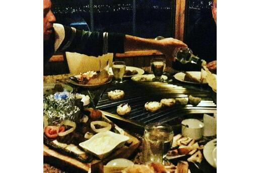 Şehr-i Bahçe'de Deniz ve Göl Manzarası Eşliginde Özel Tv'li Bungolov Localarda Yemek Menüleri