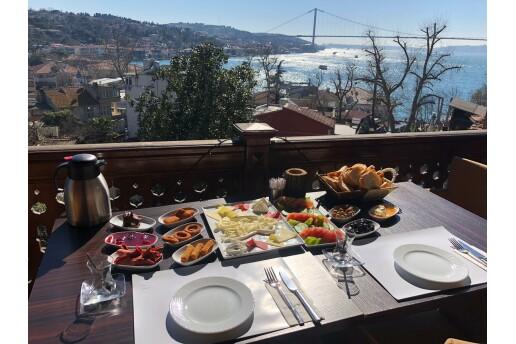 Çengelköy Köşk-ü Ala'da Leziz Mi Leziz Serpme Kahvaltı Menüsü