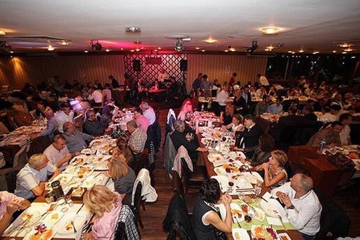 Moda Spor Kulübü Restaurant'ta Her Salı Çağdaş Suseven ve Alex Sahnesi İle Eğlence Eşliğinde Kadınlar Matinesi