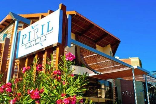 Çeşme Pırıl Otel'de Çift Kişilik Konaklama Seçenekleri