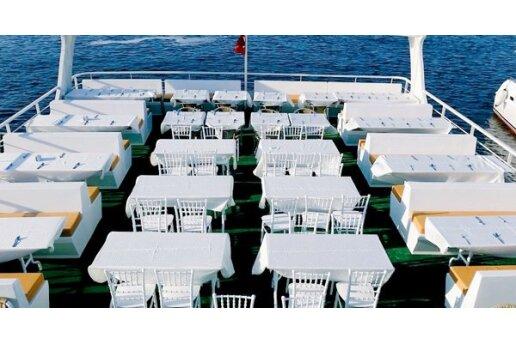 Aşiyan Organizasyon'dan Boğaz Turu Eşliğinde Teknede Açık Büfe Kahvaltı