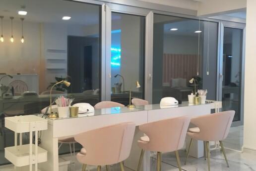 Nail Point İstanbul'dan Protez Tırnak, Kalıcı Oje, Manikür ve Pedikür Uygulamaları