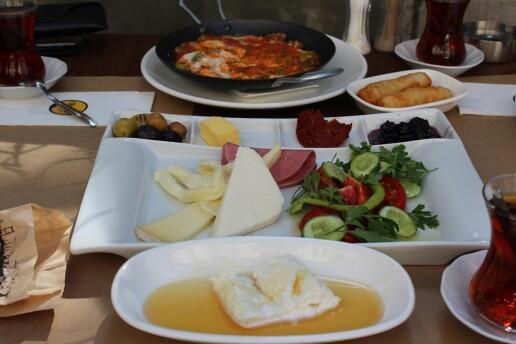 Cihangir Breakfast & Cafe'de Enfes Kahvaltı Menüleri