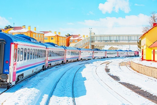 Tren İle Gidiş & Uçak İle Dönüş 3 Gece Otel - 1 Gece Tren Yataklı Vagon Konaklamalı Kars Turu