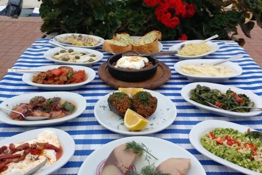Burgazada Sahil Restaurant'ta Alkollü veya Alkolsüz Seçenekleri İle Enfes Akşam Yemeği Menüleri