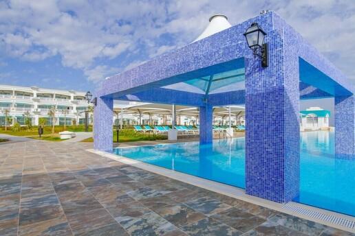 Kıbrıs Limak Hotel & Casino'da Yılbaşına Özel Bülent Ersoy & Hadise Galaları ve Uçak Bileti Dahil Tatil Paketleri
