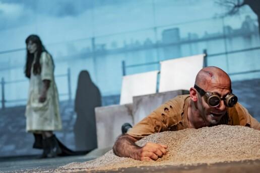 Savaş Karşıtı Oyun 'Kapıların Dışında' Tiyatro Oyunu Bileti
