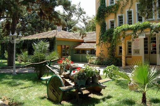 Tuzla Tarihi İçmeler Termal Hotel'de Çift Kişilik Kahvaltı Dahil Konaklama Seçenekleri