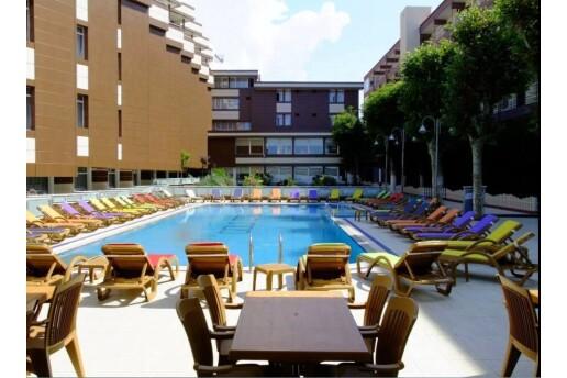 Kumburgaz Grand Gold Hotel'de 2 Kişilik Konaklama & Özel Plaj ve Açık Havuz Keyfi