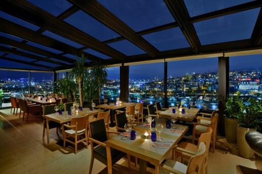 Mövenpick Hotel Istanbul Golden Horn Kalitesinde Yeni Yıla Özel Gala Yemeği, Canlı Müzik ve Eğlence! Sınırlı Sayıda!
