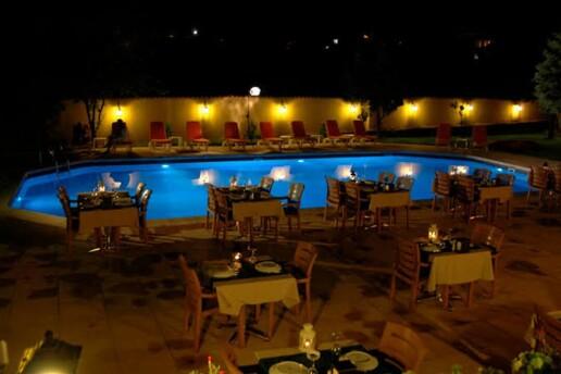 Riva Mavilla Restaurant'ta Denize Nazır Yılbaşı Gala Yemeği
