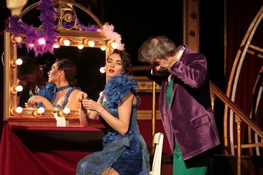 'Sevmekten Öldü Desinler' Tiyatro Bileti