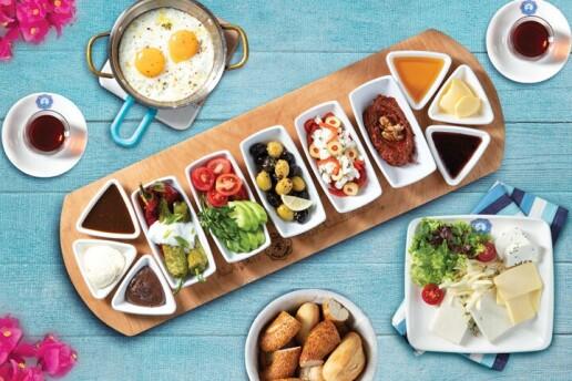 Tuzla Sahil Alaçatı Muhallebicisi'nden Enfes Serpme Kahvaltı Keyfi