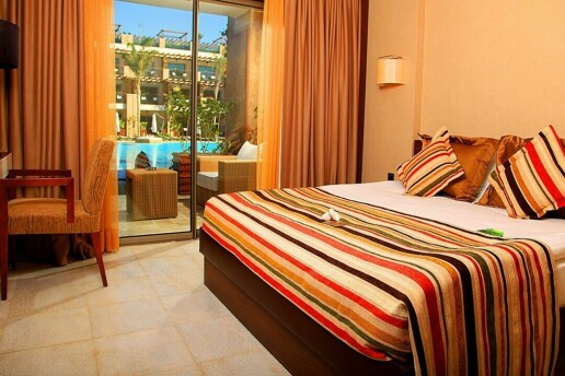Kıbrıs Cratos Hotel Premium'da Erken Rezervasyon Yaz Tatili Paketleri