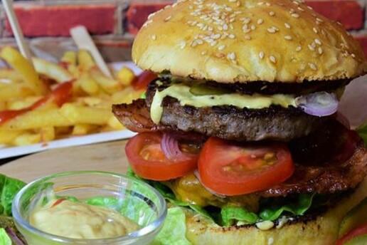 Kordon Araf Lounge'ta Lezzet Dolu Pizza, Mantı ve Hamburger Menü Seçenekleri