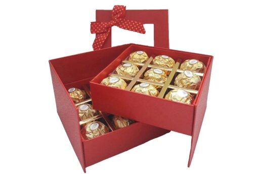 Tasarım Kutusunda Enfes Çikolatalar Ve Sevimli Ayıcık
