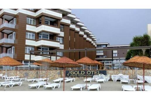 Denize Sıfır Kumburgaz Grand Gold Hotel'de Aynı Anda Açık Havuz ve Plaj Kullanımı & Kahvaltı Seçeneği