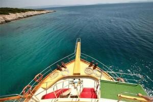 Çeşmenin Koylarında Yüzmenin Keyfine Varacağınız Günübirlik Öğle Yemeği Dahil Tekne Turu