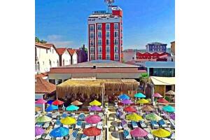 Denize Sıfır Kumburgaz Blue World Hotel'de Çift Kişilik Konaklama, Kahvaltı, Özel Plaj ve Havuz Kullanımı