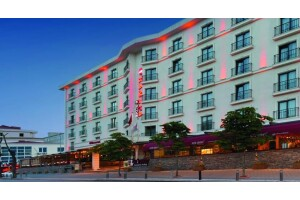 Ramada Encore İstanbul Airport Hotel'den Enfes Akşam Yemeği Menüleri