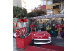 Boğaz Manzaralı Cafe Hollywoodcity Lounge'dan Enfes Balık Menüsü
