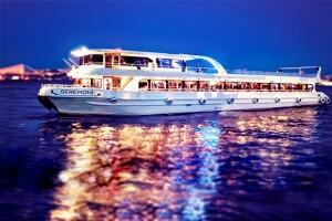Seremoni Teknesi İle Canlı Müzik ve Eğlence Eşliğinde Boğazda Akşam Yemeği Keyfi