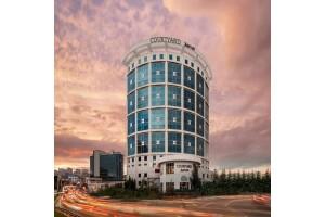 Courtyard by Marriott İstanbul West Hotel Deluxe Odada Çift Kişilik Konaklama Keyfi