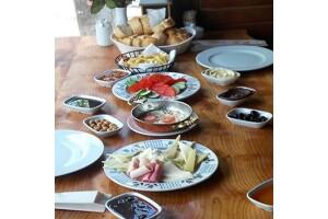 Avcıkoru Tabiat ve Macera Parkı'nda Tabakta ve Serpme Kahvaltı Seçenekleri