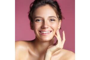 Zeye's Beauty'den Protez Tırnak, Kalıcı Oje, Altın Maske ve Cilt Bakım Uygulamaları