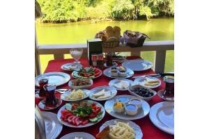 Ağva Yeşil Çay Nehrine Nazır Tree Tops Park Restaurant'ta, Tamamı Köy Ürünlerinden Oluşan Köy Kahvaltısı ve Kano Keyfi