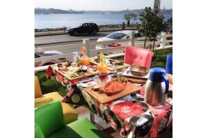 Hollywoodcity'in Keyifli Ambiyansında Güne Enerjik Başlamak İsteyenler İçin Kahvaltı Tabağı veya Serpme Köy Kahvaltısı