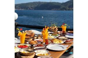 Göze Sarıyer Teras'ta Muhteşem Deniz Manzarası Eşliğinde Çift Kişilik Serpme Kahvaltı Lezzetleri