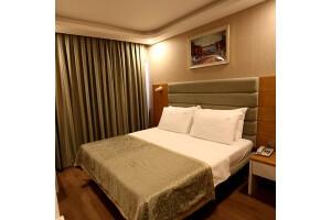 İzmir Life Corner Hotel'de Kahvaltı Dahil Çift Kişilik Konaklama