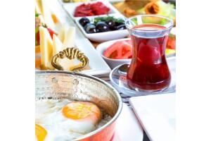 Gölbaşı Taşhan Restaurant'ta Göle Karşı Nefis Serpme Kahvaltı Menüsü