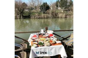 Ağva İpek Koza Motel'de Sınırsız Çay Eşliğinde Tadına Doyamayacağınız Serpme Köy Kahvaltısı